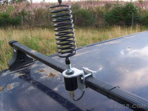 Another Two-Way Roofrack mount fitted to a single Thule type roof bar - this time an Artificial Ground Plane has been used to provide a good earth