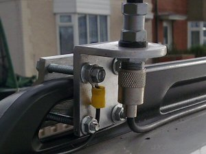 A Two-Way Roofrack mount on a single roofbar that wouldn't be a large enough metal area to be a good ground - these particular bars were isolated from the main body of the vehicle so an earth wire was used to provide an earth