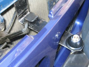 Here's how the Terrano bracket fixes... easily adaptable for other vehicles