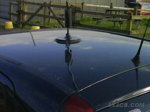 A 7 inch Supergripper magmount on the roof of a family hatchback